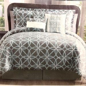 Other - BNWT 7 pieces King comforter set